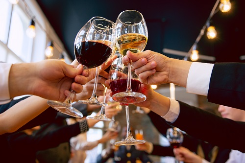 toast podczas imprezy integracyjnej